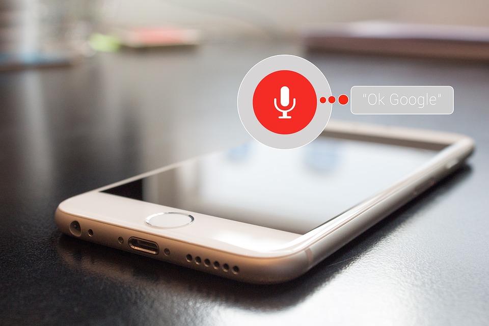 Algortimos de Google - búsqueda por voz - GrupoDigital360